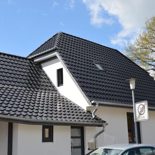 Dächer und Dachsanierungen - Zimmerei Oldenburg und Wiefelstede
